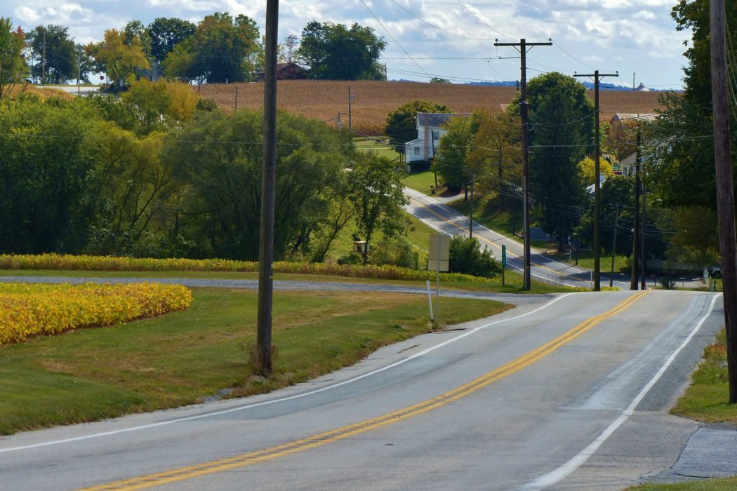 country-road-1384559110AP5